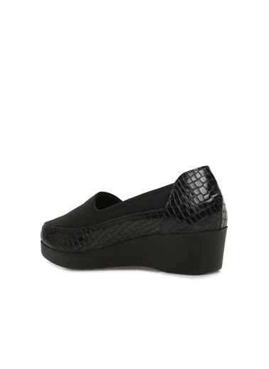 Divarese Divarese 5023903 Kroko Desenli Kadın Deri Ayakkabı Siyah